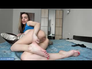 Manyvids – brilliantsophie – cum with hitachi for leg lovers [solo, masturbation, toys, girl, tits, ass, fingering]