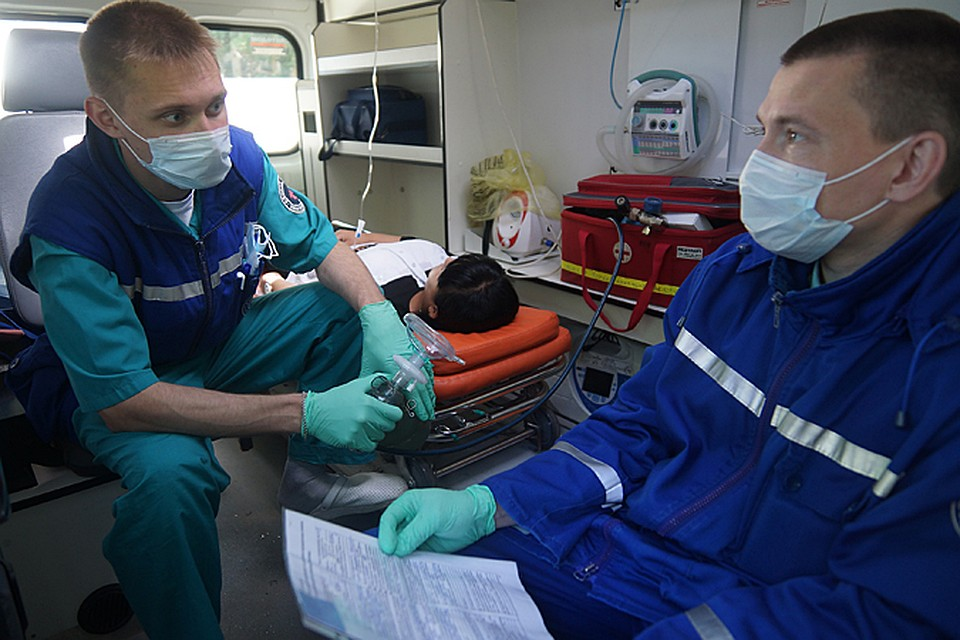 Дети из Лабинска пострадали при столкновении грузовика и кроссовера в КЧР