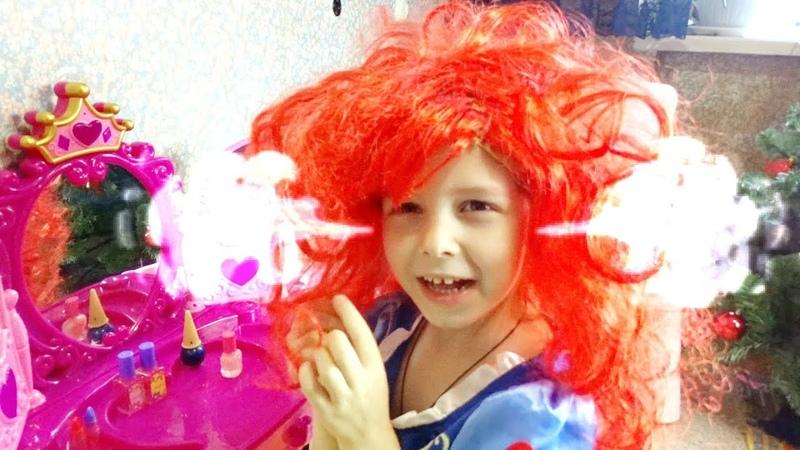 Лина играет в салон красоты для принцесс. Новый стиль для Белоснежки.Lina becames a Princes