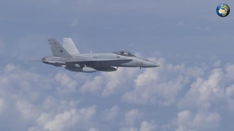 Су-27 отогнал истребитель F-18 от самолета Шойгу