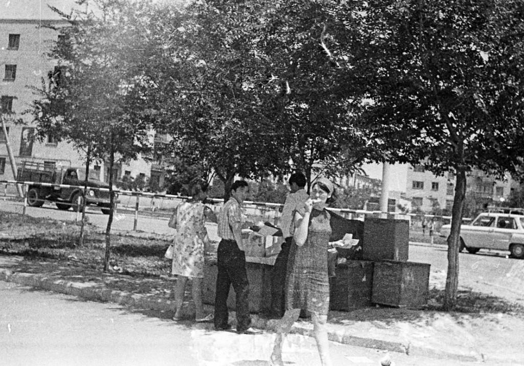 Мороженое около Степных огней. 1974 год. Калмыкия-online.ру