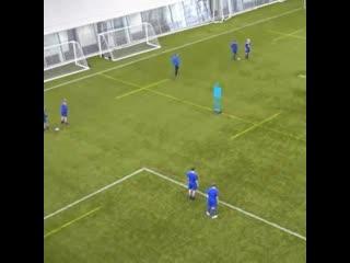 Футбольное упражнение на отработку навыков паса и открывания от Шотландской футбольной ассоциации.