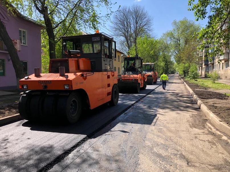 В Курске подрядные организации обучили укладке новой асфальтобетонной смеси, изображение №3