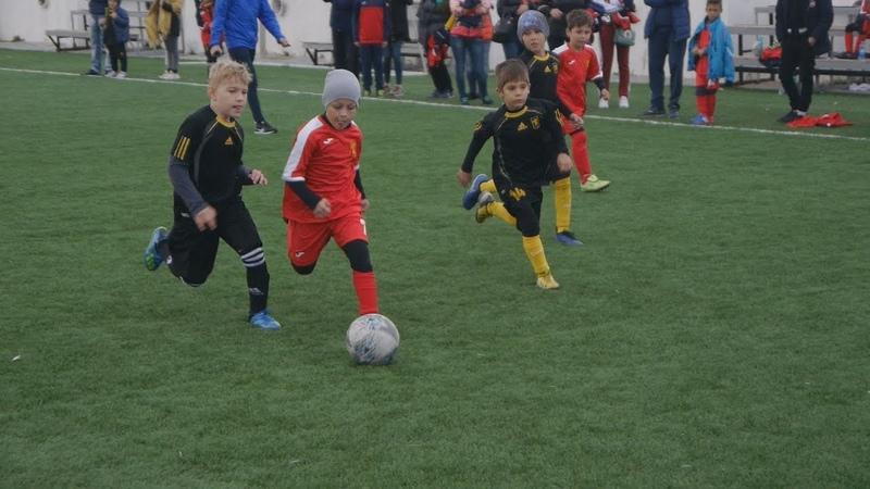 Юные футболисты встретились на стадионе Кристалл в рамках турнира памяти Юрковского
