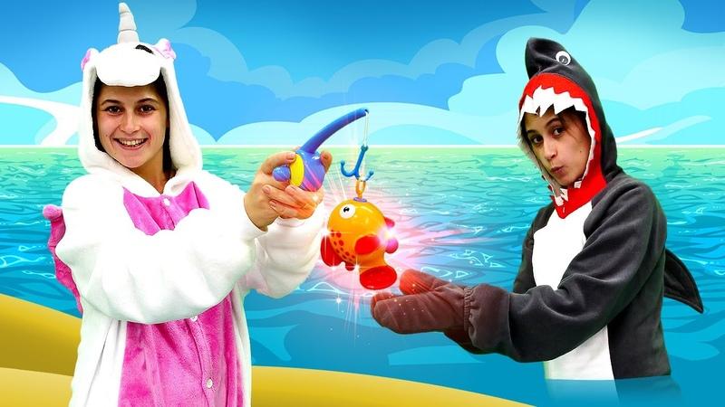 Unicórnio e peixinho dourado! Castelo mágico. Vídeos com brinquedos para crianças.