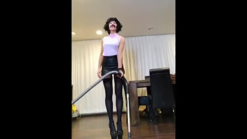 Кейт Бекинсейл с друзьями воссоздала клип I Want To Break Free