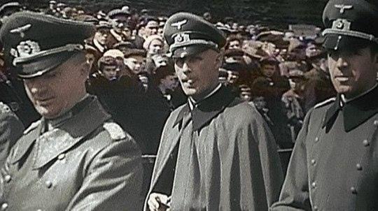 1 мая 1941. Немецкие офицеры в качестве почетных гостей на Красной площади при параде. До войны оставалось полтора