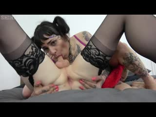 Shiri Allwood and Trixxy Von Tease - Trixxy Fucks My Throat [Tattooed Shemale]