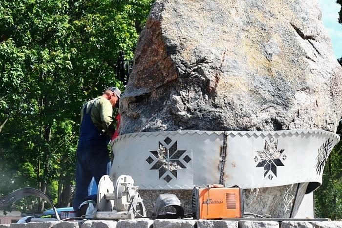Белорусский орнамент на камне - Берестейский пояс появился в Городском саду