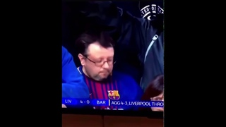 Fan kissing Barcelona badge when Liverpool is 4-0 up