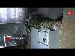 Жители дома в центре Мурманска покупают дрова, чтобы согреться