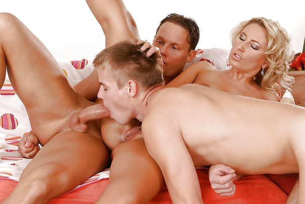 Two girl threesome bisexual dave
