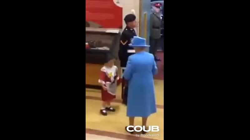 Queens guard slaps kid