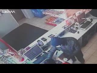 Курянин в маске с ножом совершил серию разбойных нападений