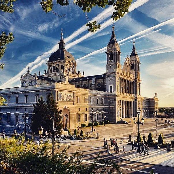 🇪🇸 Бархатный сезон в Мадриде за 7700 рублей туда-обратно из Москвы