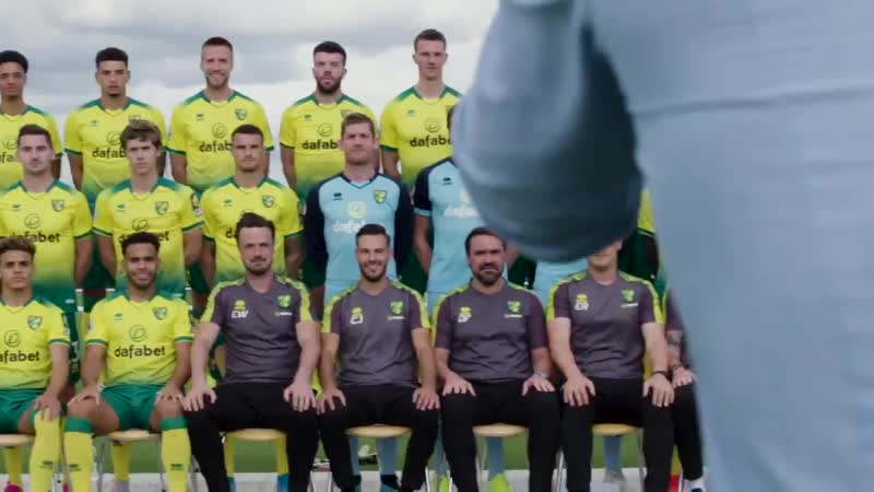 Behind-the-scenes of our official squad photo