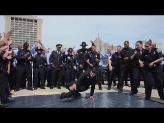 Detroit police department running man challenge танцующие полицейские детройта (полиция сша, us police, dance)