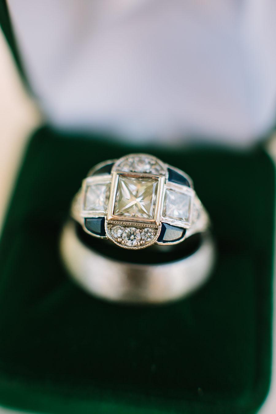 EDgyhTTdqqg - Обручальные кольца в стиле Арт деко