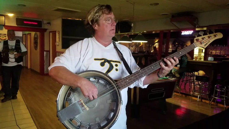 Stu Hamm plays the DIY bass banjo!