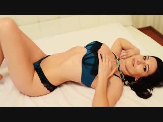 Милашка позирует стройным телом (эротика со зрелыми женщинами, mature, milf, мамки, xxx)(hotmoms_18plus)