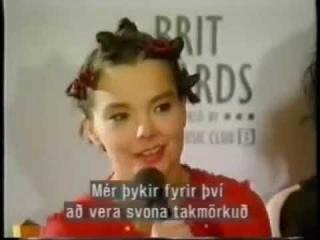 Björk & Pj Harvey : Backstage Brit Awards