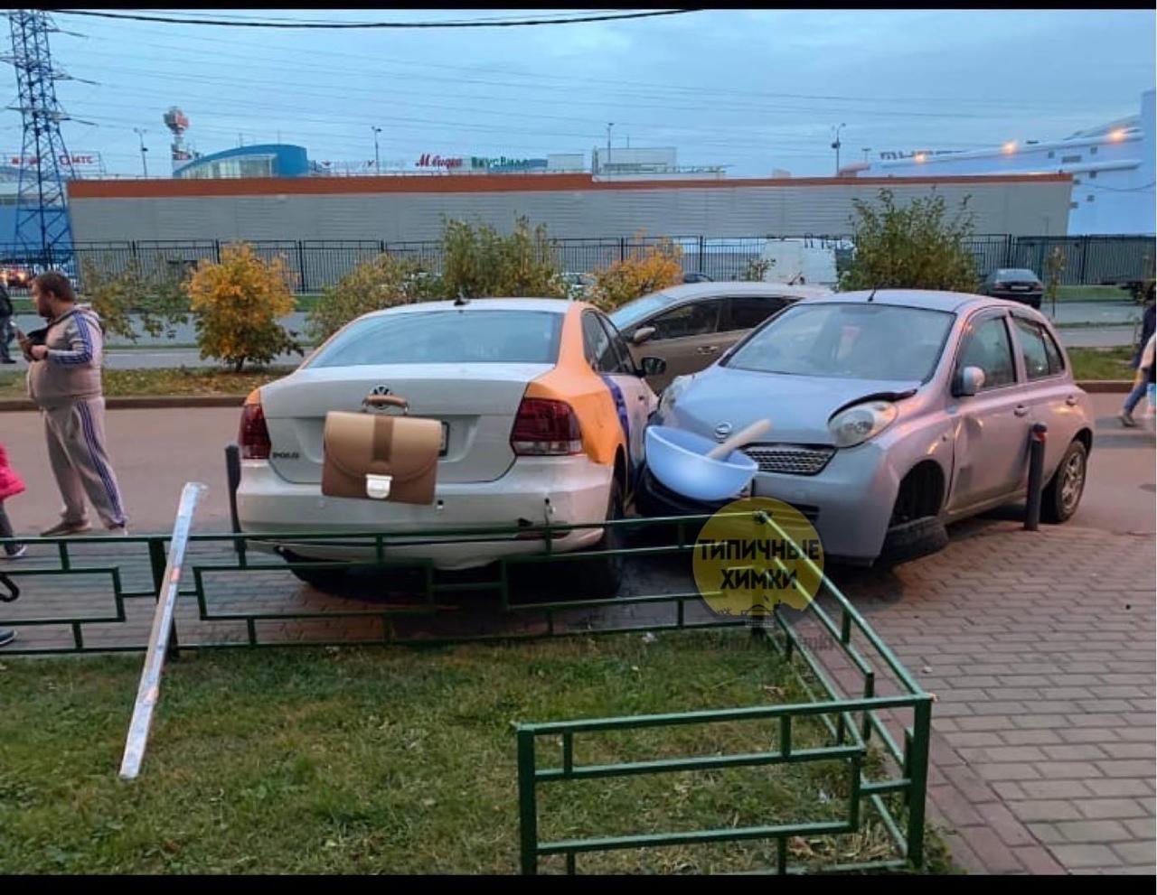 Тем временем, на улице Горшина в Химках. Кто-то педальки перепутал?