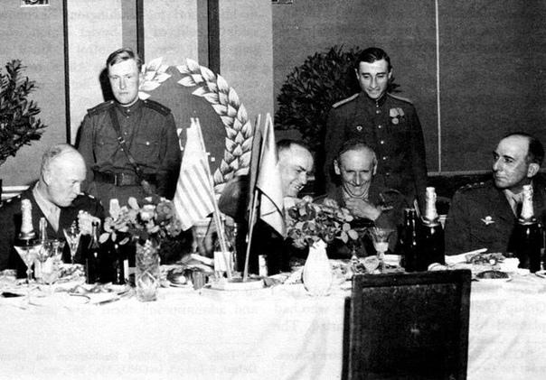 Все для маршала СССР, или как появилась бесцветная «Кока-кола» Советский военачальник Георгий Константинович Жуков (18961974) известен прежде всего как маршал Советского Союза. Это высокое