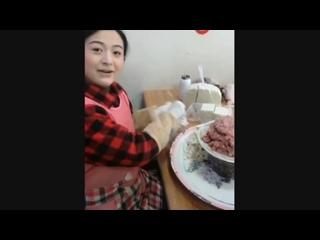 Скоростная лепка китайских пельменей (6 sec)