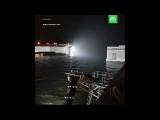 Петербургская дамба в ожидании наводнения