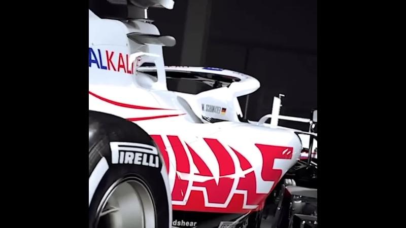 Команда «Формулы-1» Haas представила дизайн своих болидов на будущий сезон в цветах российского флага.