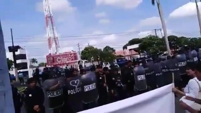La Unidad Médica Nicaragüense conformada por doctores despedidos por atender heridos en protestas realiza un plantón cívico en M