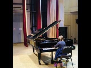 Л.В.Бетховен «Сонатина» (1 часть), исполняет Иванова Елена (7 лет)