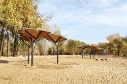 В благоустройство центрального пляжа вносятся последние штрихи перед сезоном холодов