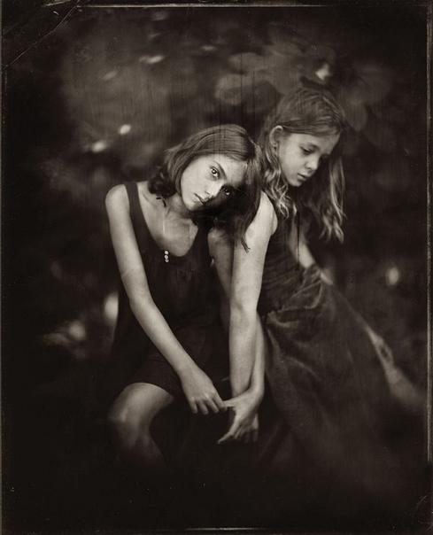 Против течения Испанская художница Жаклин Робертс предлагает разные способы фотографирования детей. С одной стороны, она использует современные цифровые средства, а с другой, плывет против