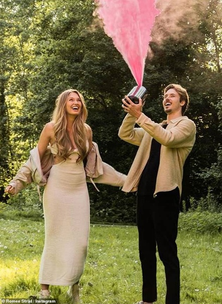 Модель Victorias Secret Роми Стрейд впервые стала мамой