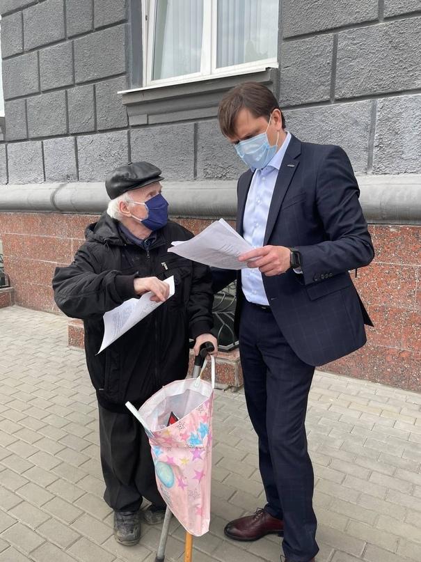 Орловский пенсионер вышел к стенам обладминистрации в надежде, что ему помогут найти воров ⚠