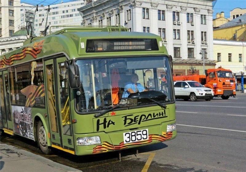 Россияне массово жалуются на то, что троллейбусы с надписью На Берлин по прежнему отвозят их в Бирюлёво