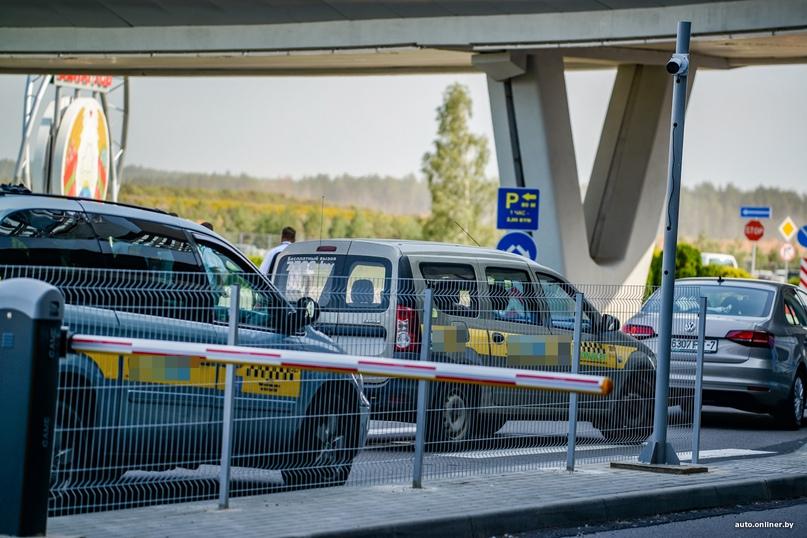 Минчанин случайно отдал таксисту больше 40 тыс. долларов