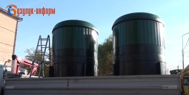 В Бузулуке продолжается оборудование мусорных конт...