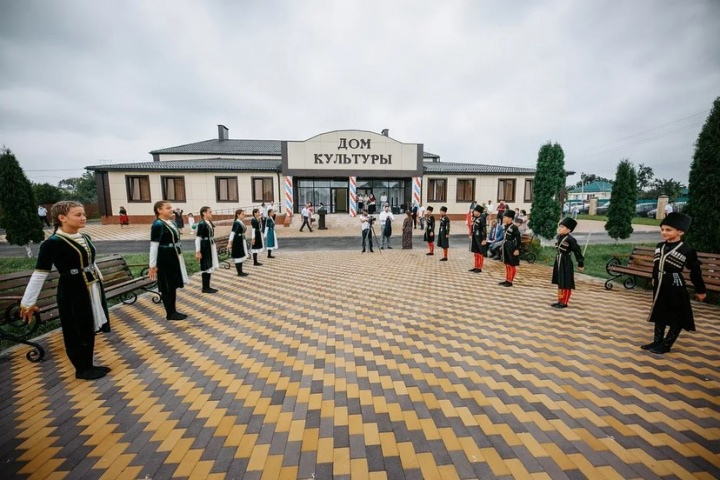 В КЧР открылись сразу два новых дома культуры