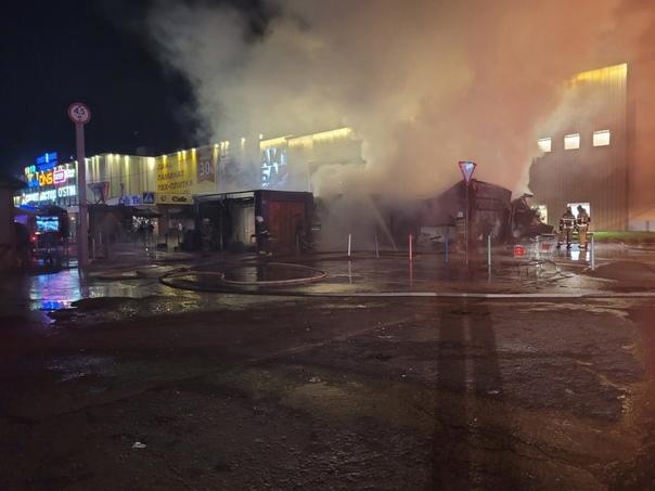 В Самаре ночью сгорели торговые павильоны у «Амбар...