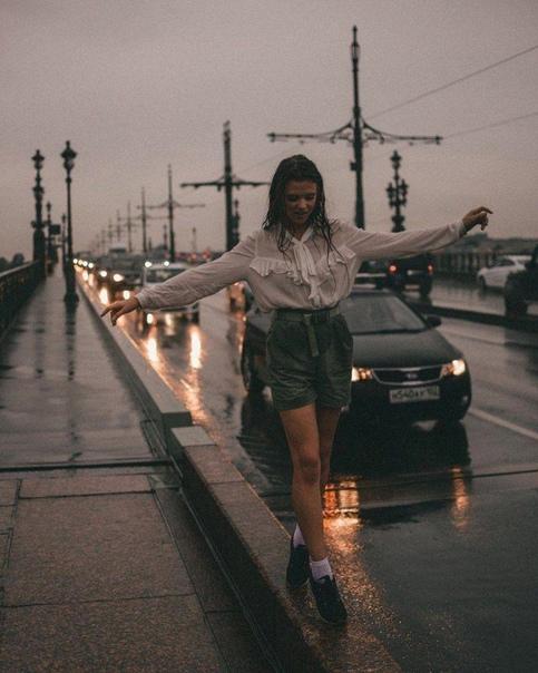 В одно окно смотрели двое: Один увидел дождь и грязь,Другой листвы зелёной вязь,Весну и небо голубое!... В одно окно смотрели двое.Николай Козлов«Как относиться к себе и людям, или Практическая
