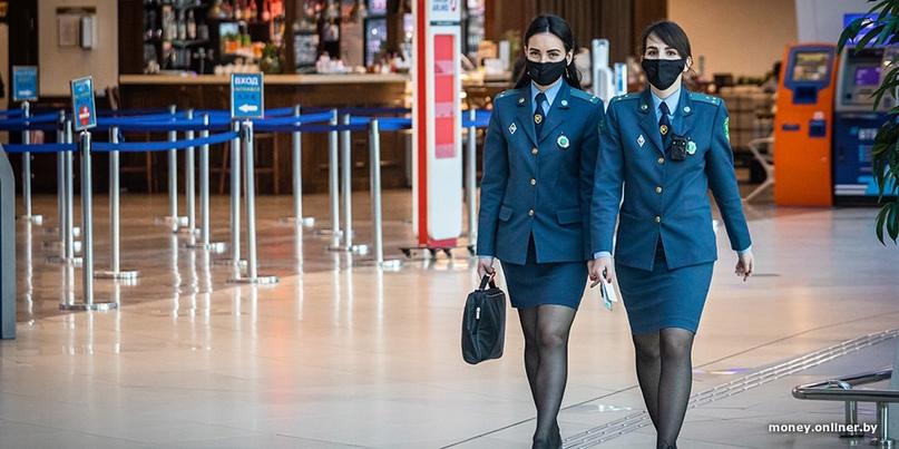 Женщину задержали в минском аэропорту с $32 тысячами налички