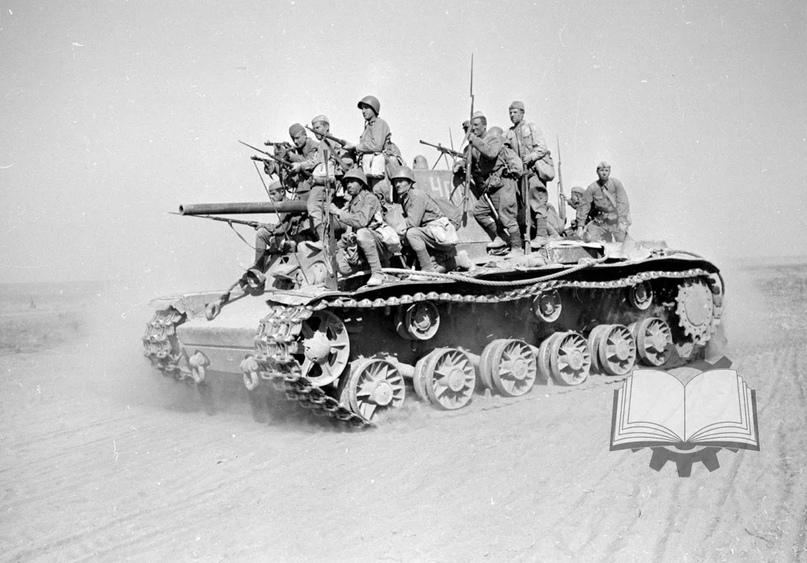 1942 год стал временем серьёзных реформ в танковых войсках. Они стали приносить плоды ближе к концу года. Главным итогом стало повышение взаимодействия пехоты с танками.