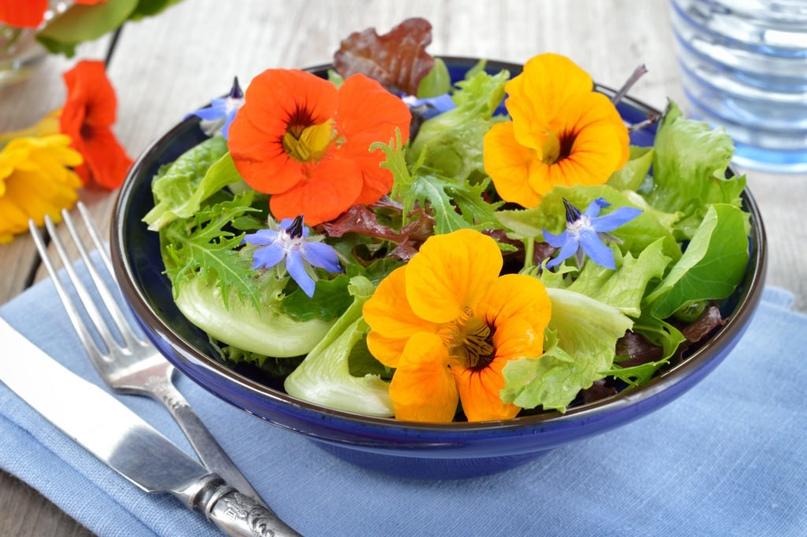 Украшение блюд съедобными цветами)