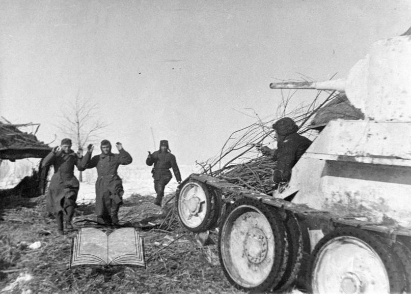 И такими танками гнали немцев под Москвой. БТ-5 из состава 8-й танковой бригады, декабрь 1941 года. Та самая бригада, которой изначально командовал будущий маршал Ротмистров.