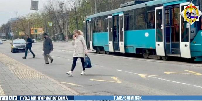 Citroen сбил выходящего из трамвая парня на улице Якуба Коласа