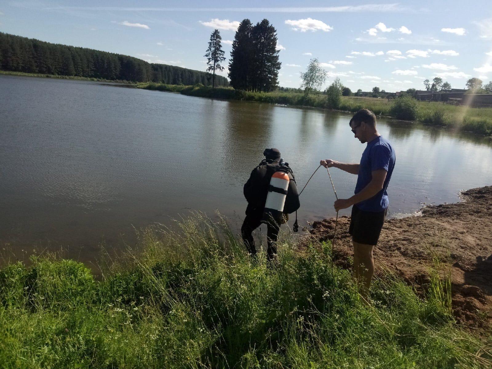 Сегодня водолазы исследовали дно Пазяльского пруда. Посторонних