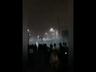 Scène de guerre civile ce soir à #Belfast en #Irlande du Nord entre loyalistes et nationalistes