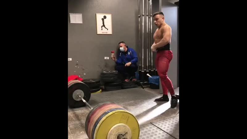 Риккардо Анджелини тянет 300 кг 74 кг